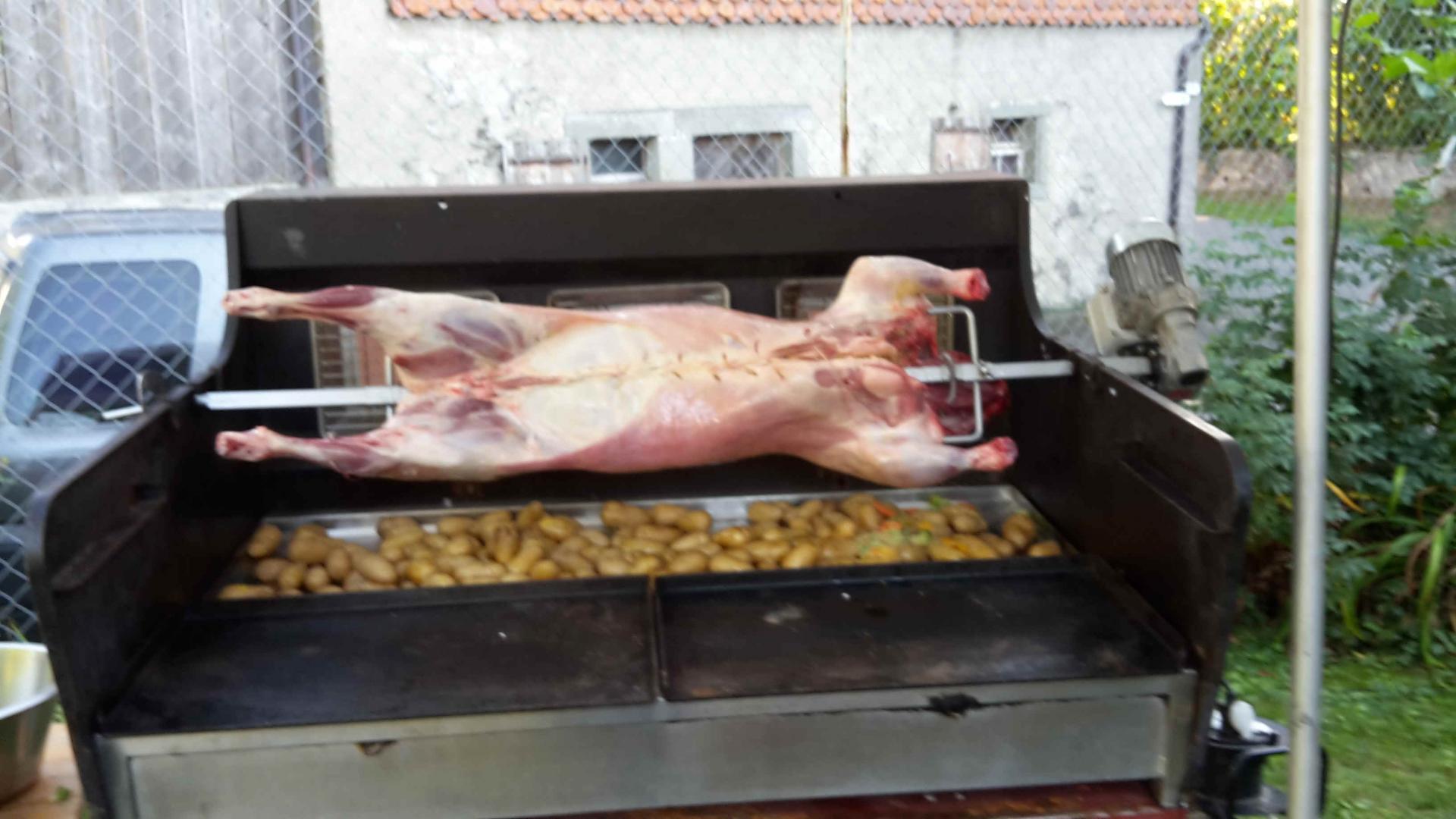 agneau farci aux légumes et bouquet aromatique